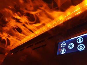 Cheminée sur mesure vBurner - Flammes et écran tactile